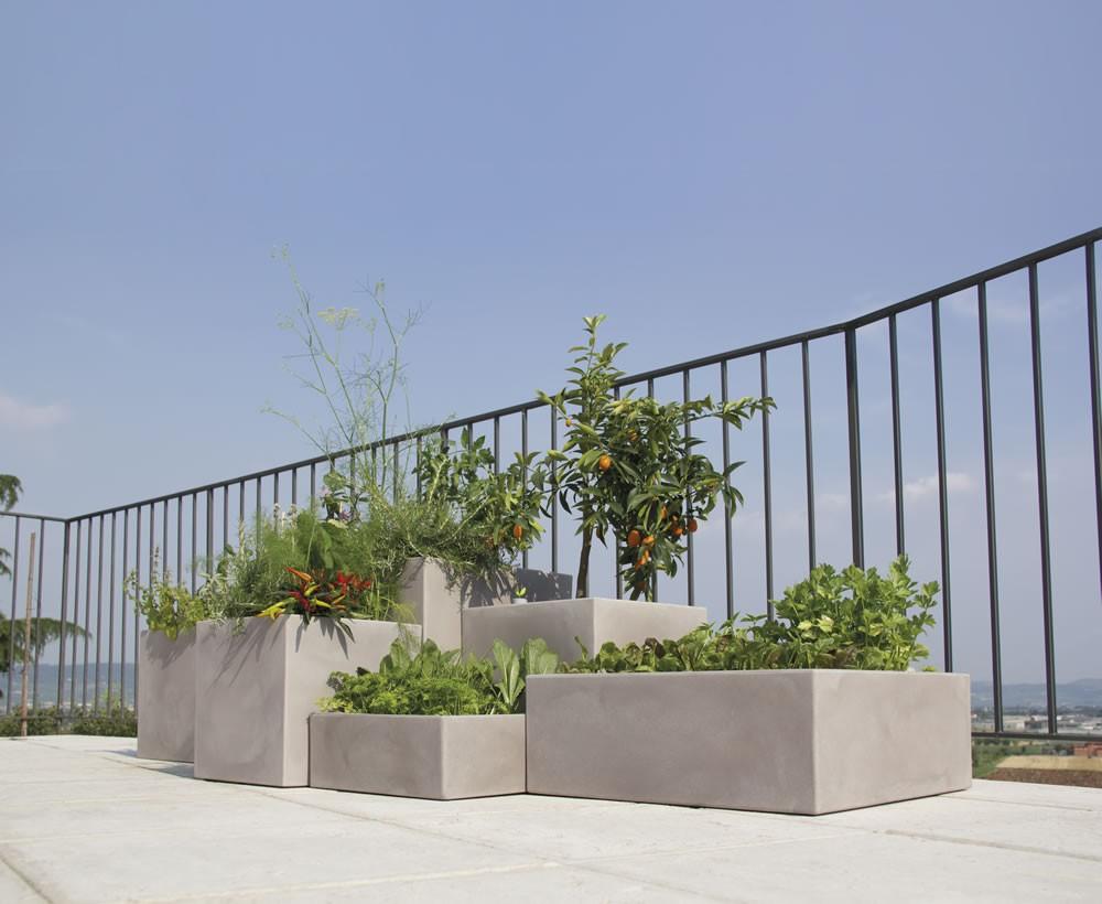 Nicoli ciotola quadra minos 25x25 vasi resina vaso for Divani per terrazzi